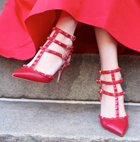 Valentino 'Love Latch'系带装饰红色高跟鞋(女式)